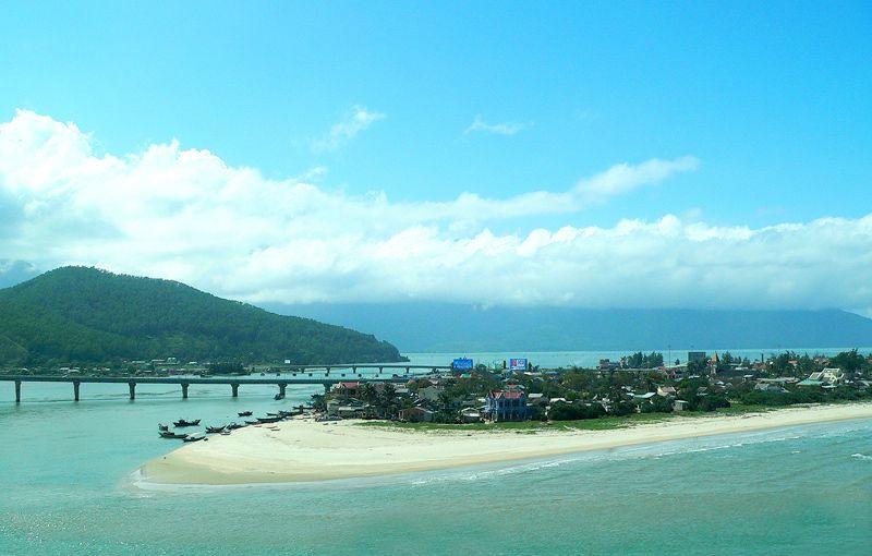 'Sốt' giá đất nền bất thường tại ven biển Lăng Cô