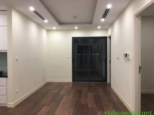 Cần cho thuê CHCC Golden Place, 3 phòng ngủ, nội thất cơ bản, giá 17 tr/th. LH: 0988138345