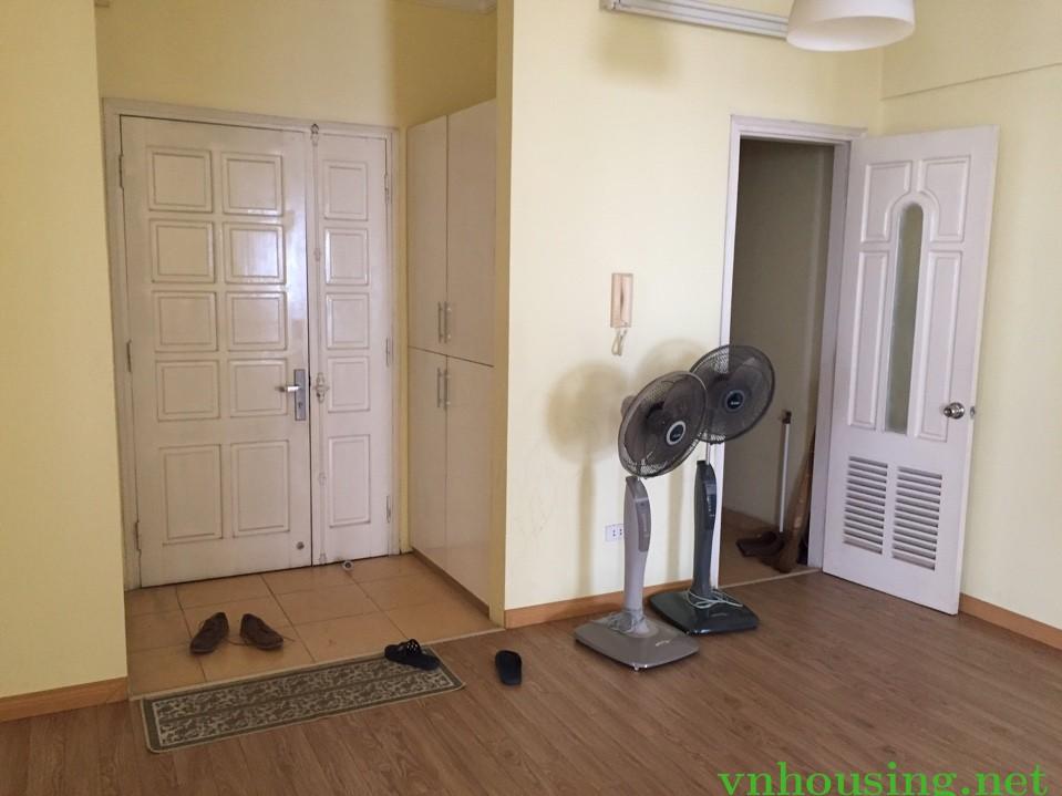 Cho thuê căn hộ tòa 96A định công, 131m2 gần đủ đồ.3 ngủ. 8tr5.LH:0387847288